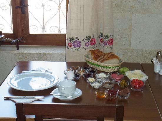 Hotel Cave Konak : Breakfast of variegated topping