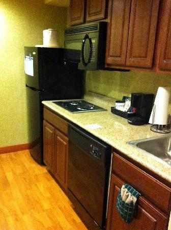 Homewood Suites by Hilton Dover: Kitchen area