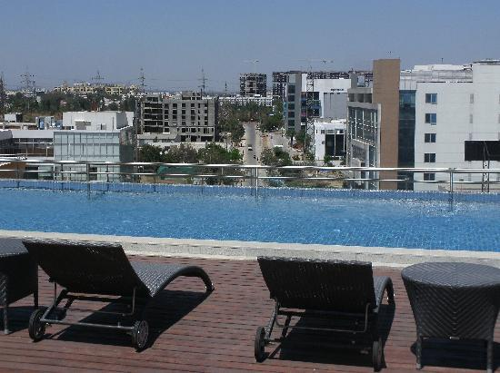 Lemon Tree Hotel Whitefield: Rooftop Pool