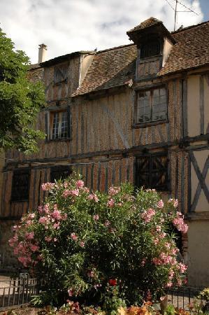 Maison Arc-en-ciel: Bergerac 33 kms