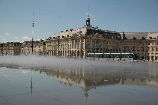 Maison Arc-en-ciel: Bordeaux 55kms Park&Ride for 3 euros