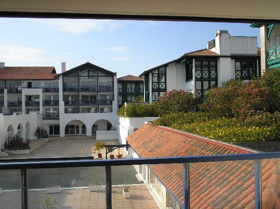 Apartamentos Maeva Sokoburu: vue appart 1er étage sur patio