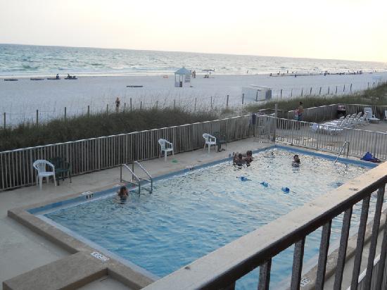 Seascape Inn: clean pool