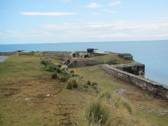 Royal Naval Dockyard: WW II gun emplacements
