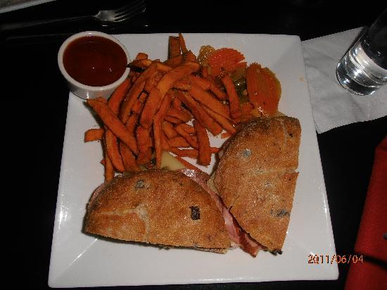 Jazz at Lincoln Center: Good selection of food with good prices for NY