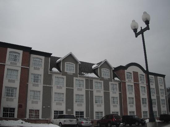 Wingate by Wyndham Ellicottville: The Outside of the Hotel