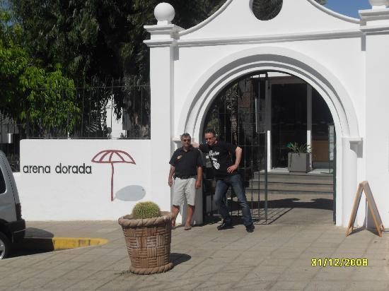 Arena Dorada Apartments: At entrance of Arena Dorada