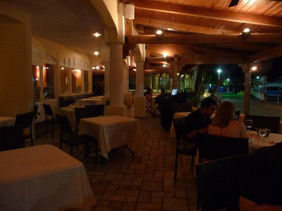 Stingray Cafe: Outdoor seating