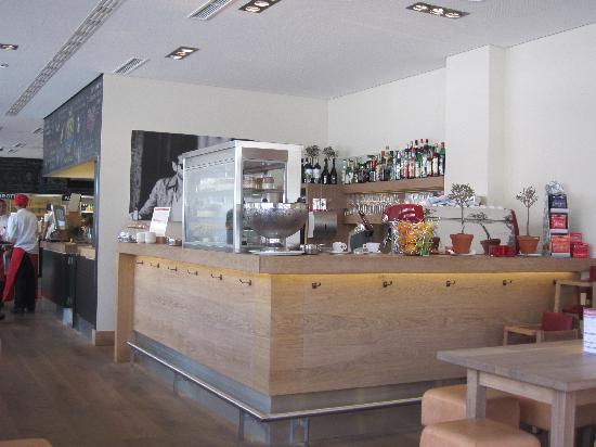 Vapiano: Bar im Erdgeschoss