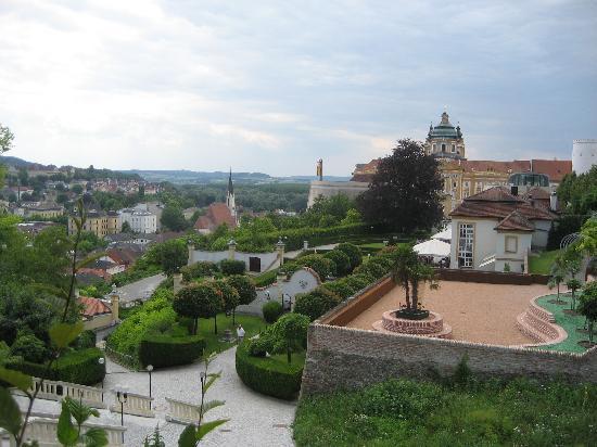 Melk, Autriche : Garden promenade to entrance