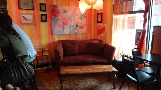 Pom Poms Tea House: Chill sofa