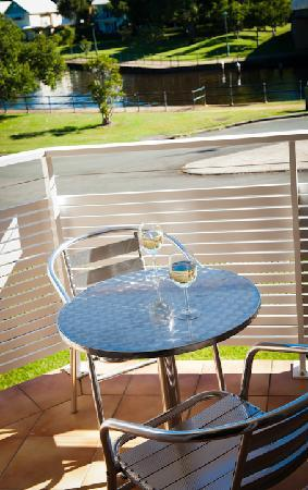 Noosa Sun Motel & Holiday Apartments: View room balcony