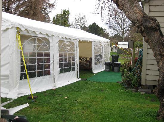Windsor Lodge & Caravan Park: The Marquee by the Mulberry tree