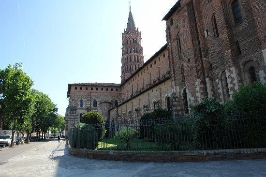 Basilique Saint-Sernin: St Sernin exterior view
