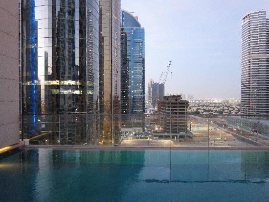 Bonnington Jumeirah Lakes Towers : The pool