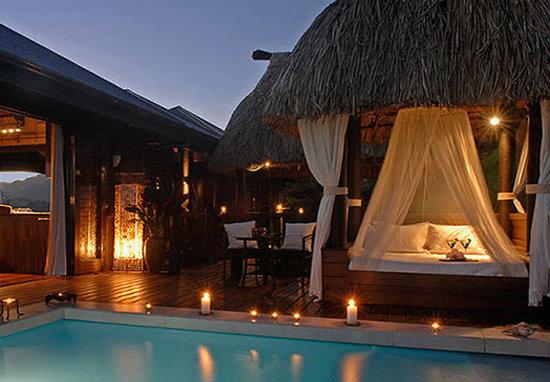 Emaho Sekawa Resort: Emaho Sekawa - Villa Emaho pool and day bed
