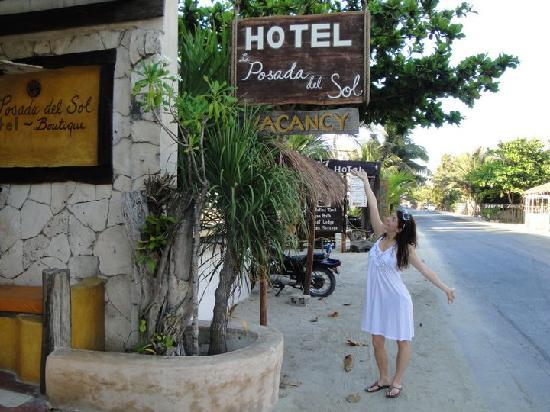 La Posada del Sol: Front of the Hotel (would have been helpful for us to know what this looked like upon arriving)