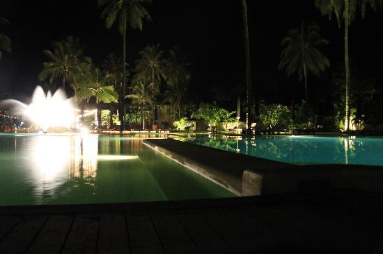 Evason Hua Hin: The pool at night