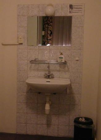 Anco Hotel: Waschbecken