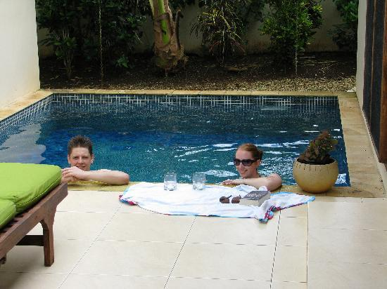 Mangoes Resort: Enjoying our beautiful plunge pool