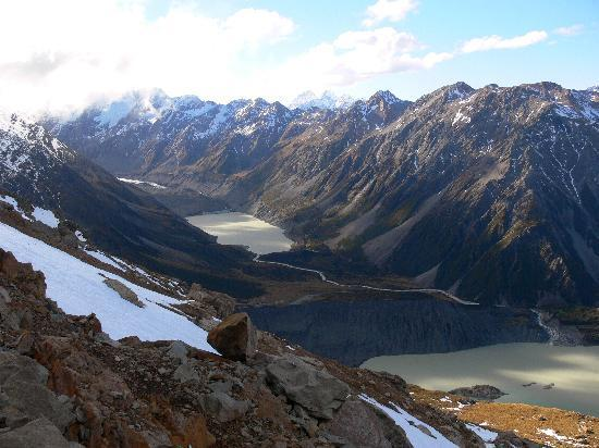 Aoraki Mount Cook Alpine Lodge: Looking up the Hooker Valley and the lakes