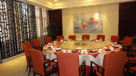 Bantang Hot Spring: restaurant