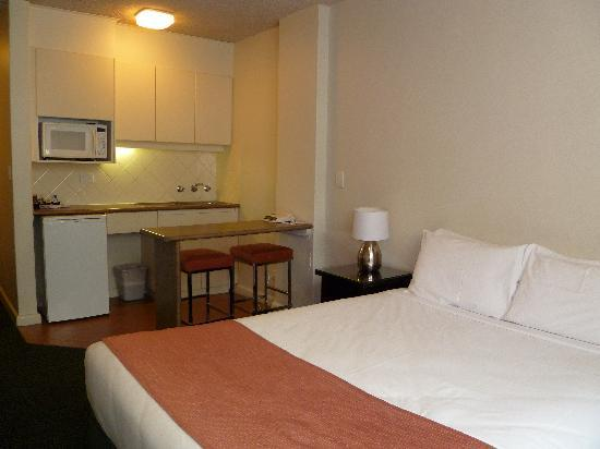 City Limits Serviced Apartments: Room with cooking facilities