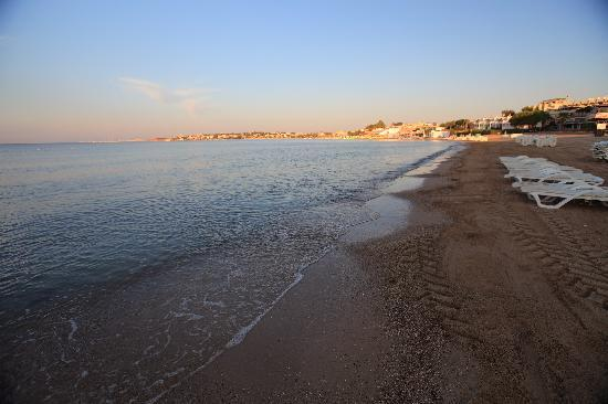 Kusmez Hotel: beach