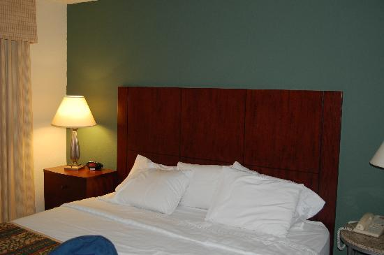 Residence Inn Phoenix: Large comfortable bed