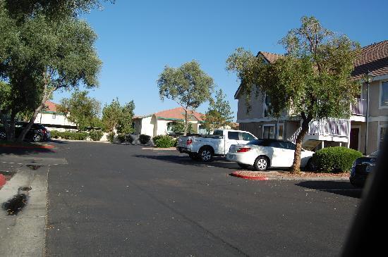 Residence Inn Phoenix: Parking area