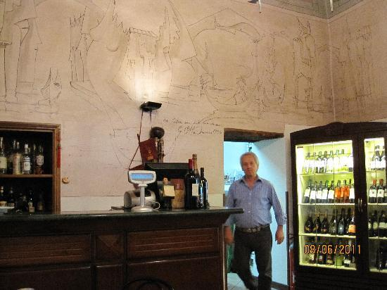 La Barcaccia : Interior with owner and wallpainting by Ottavianni