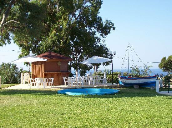 Irinna Hotel: Smaller Pool!