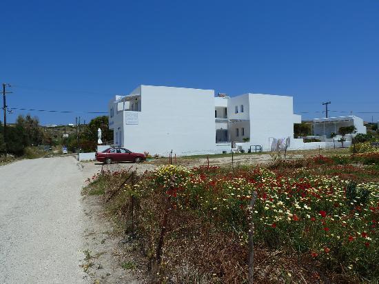 Hotel Aeolis: La route qui mène à l'hôtel