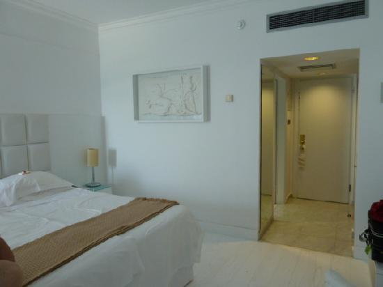 Grecian Bay Hotel : Zimmer