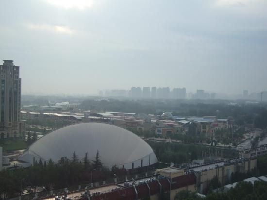 بكين جوانمينج هوتل: 部屋からの眺め(朝靄がかかっていますがショッピングモールが見えます)