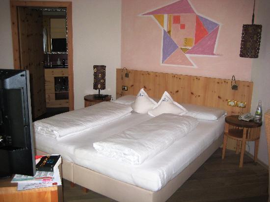Excelsior Dolomites Life Resort: Zimmer