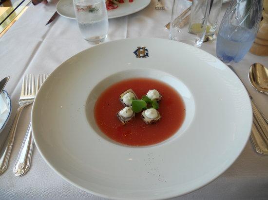 Verandan: Melon gazpacho with blackened tuna