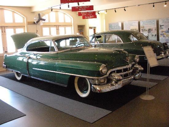 Moody Mansion: automobile