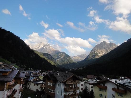 Hotel Alla Rosa : Ausblick vom Balkon früh morgens, später sonniger :-)