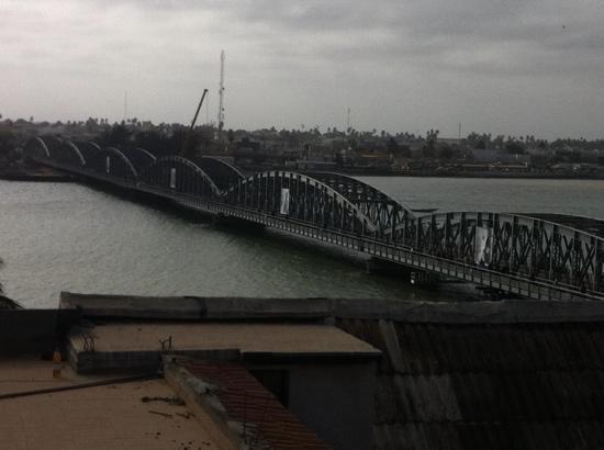 Hotel de la Poste: vue de la suite sur le fleuve et pont