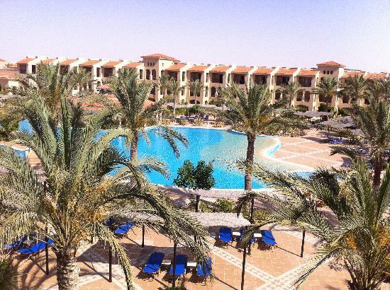 Jaz Almaza Beach Resort: zona centrale piscine