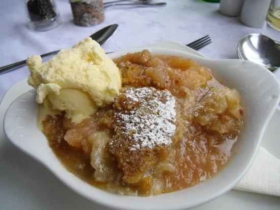 Boscastle, UK: Yummy apple strudel