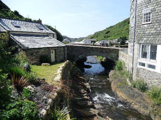 Boscastle, UK: Lovely spot for a drink in the garden