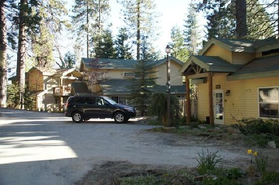Cottage room picture of tenaya lodge at yosemite fish for Hotels near fish camp ca