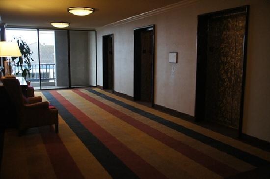 Portola Hotel & Spa at Monterey Bay: Hotelflur