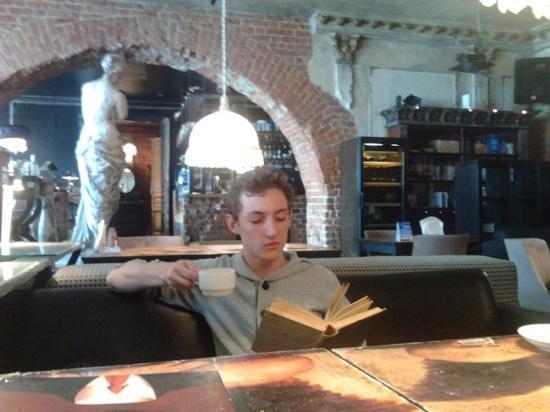 Bezuhov : Чтение за чашкой кофе)))