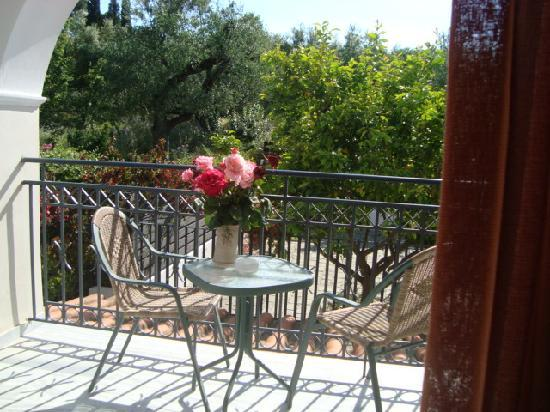 Castelli Hotel: capturing a balcony at the front side of the hotel, enjoying undisturbed sunshine!