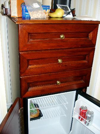Disney's BoardWalk Inn: Mini fridge & in room coffee/tea