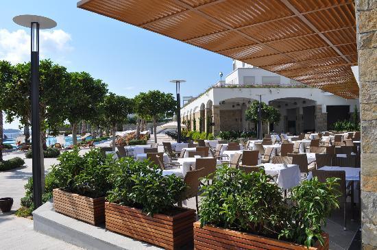 Xanadu Island Hotel: Overzicht restaurant - zwembad
