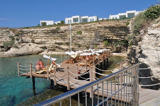Xanadu Island Hotel: één van de houten terrassen